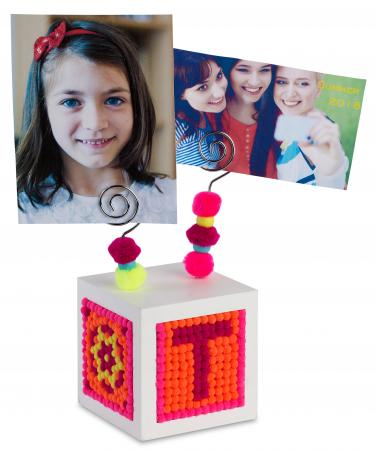 Pompom Wooden photo stand